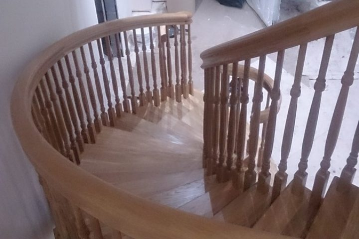 VAKRE BUEDE EIK TRAPP / BEAUTIFUL CURVED OAK STAIRS